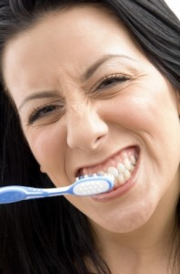 Is it better to use an electric toothbrush or a manual? There are pros and cons to each!